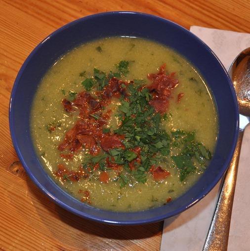Grønn suppe med spekeskinke